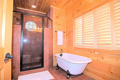 Luxury Gatlinbur Cabin bathroom. Typical of the cabin rentals in Gatlinburg TN