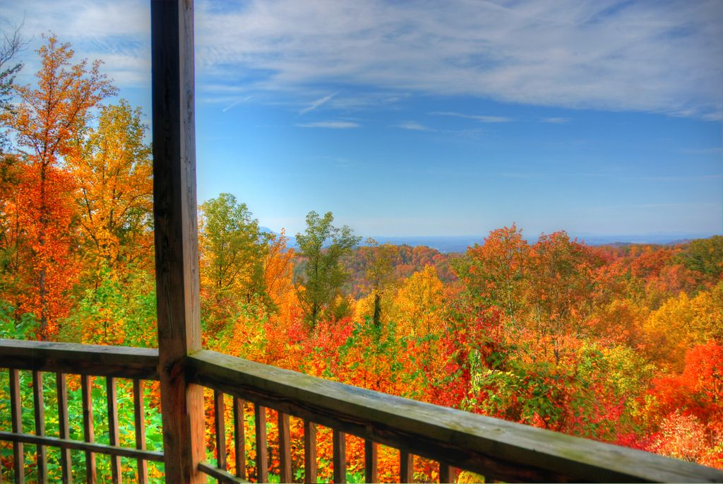 Gatlinburg Rental cabin at 733 Smokerise during the fall with a mountain view