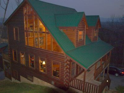 Moonstruck Lodge - Pigeon Forge Cabin Rental with theater room near Dollywood in the Great Smoky Mountains