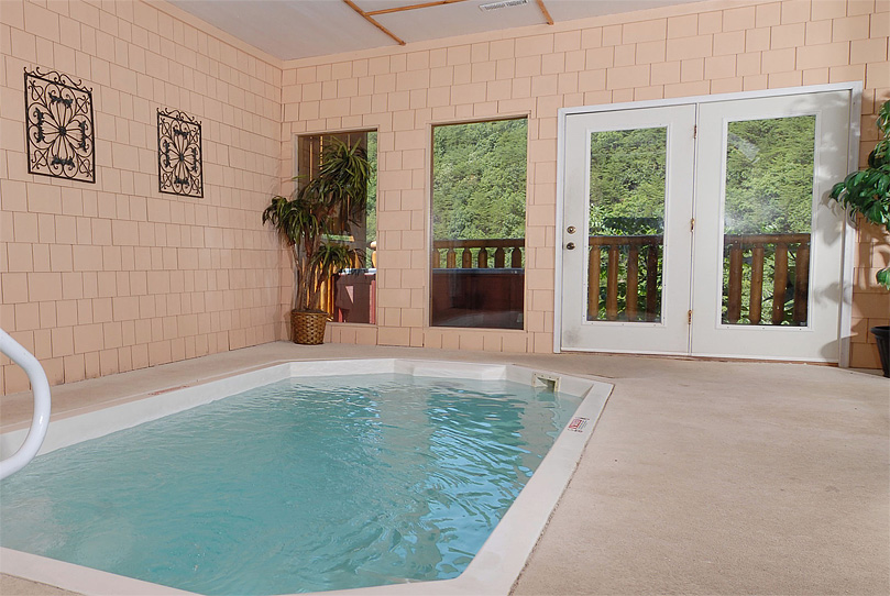 Gatlinburg tn and pigeon forge cabin rentals in the smoky for Small indoor pool ideas